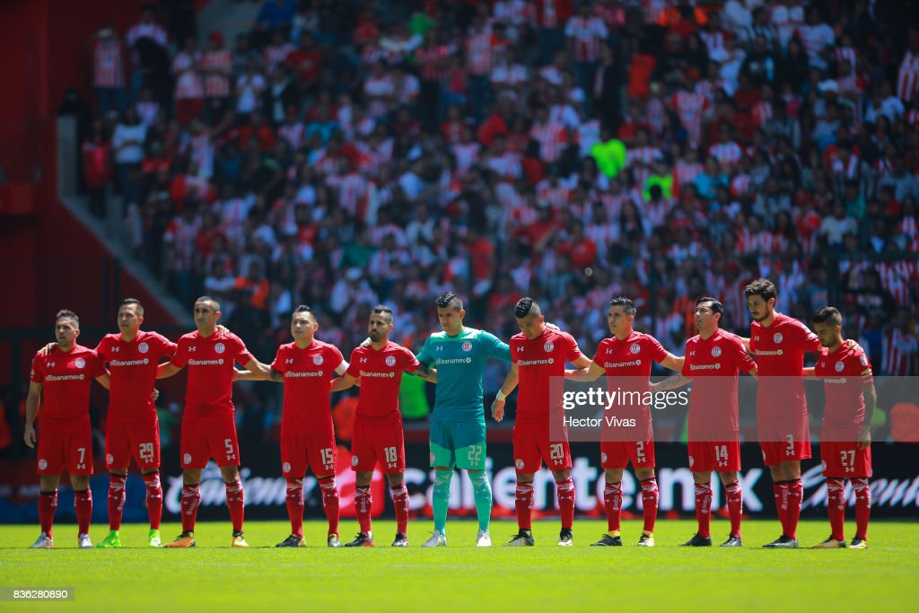 Players of Toluca observe a minute of silence in memory of the victims of the terrorist attack in Barcelona prior the fifth round match between Toluca and Necaxa as part of the Torneo Apertura 2017 Liga MX at Nemesio Diez Stadium on August 20, 2017 in Toluca, Mexico.