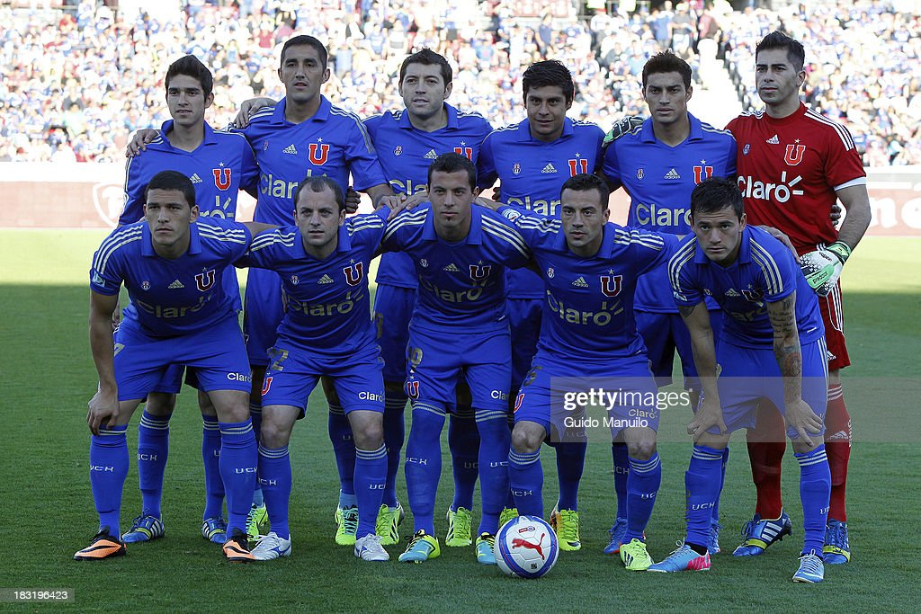 Players of U de Chiles pose for a photo before a match between O'Higgins and U de Chile as part of the Torneo Apertura at National Stadium, on October 05, 2013 in Santiago, Chile.