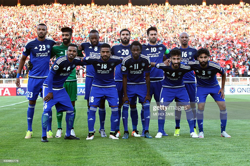 Players of UAE's al-Nasr club pose for a family picture before their match against Iran's Tractorsazi club during their AFC Champions League round 16 football match at the Yadegar Imam stadium in Tabriz on May 24, 2016. / AFP / MEHDI