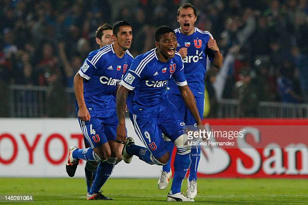 Players of Universidad de Chile celebrate a victory after the end match between Universidad de Chile and Libertad as part of the Copa Libertadores...