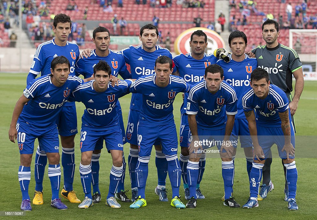 Players of Universidad de Chile pose for a team photo before a match between Universidad de Chile and Cobreloa as part of the Torneo Transicion 2013 at Estadio Nacional on March 30, 2013 in Santiago, Chile.