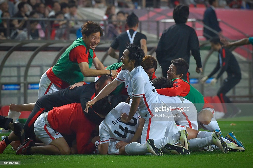 Players of Urawa Red Diamonds celebrate the second goal during the AFC Champions League Round Of 16 match between FC Seoul and Urawa Red Diamonds at Seoul World Cup Stadium on May 25, 2016 in Seoul, South Korea.