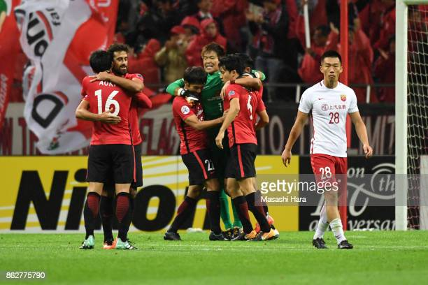 Players of Urawa Red Diamonds celebrate the win during the AFC Champions League semi final second leg match between Urawa Red Diamonds and Shanghai...