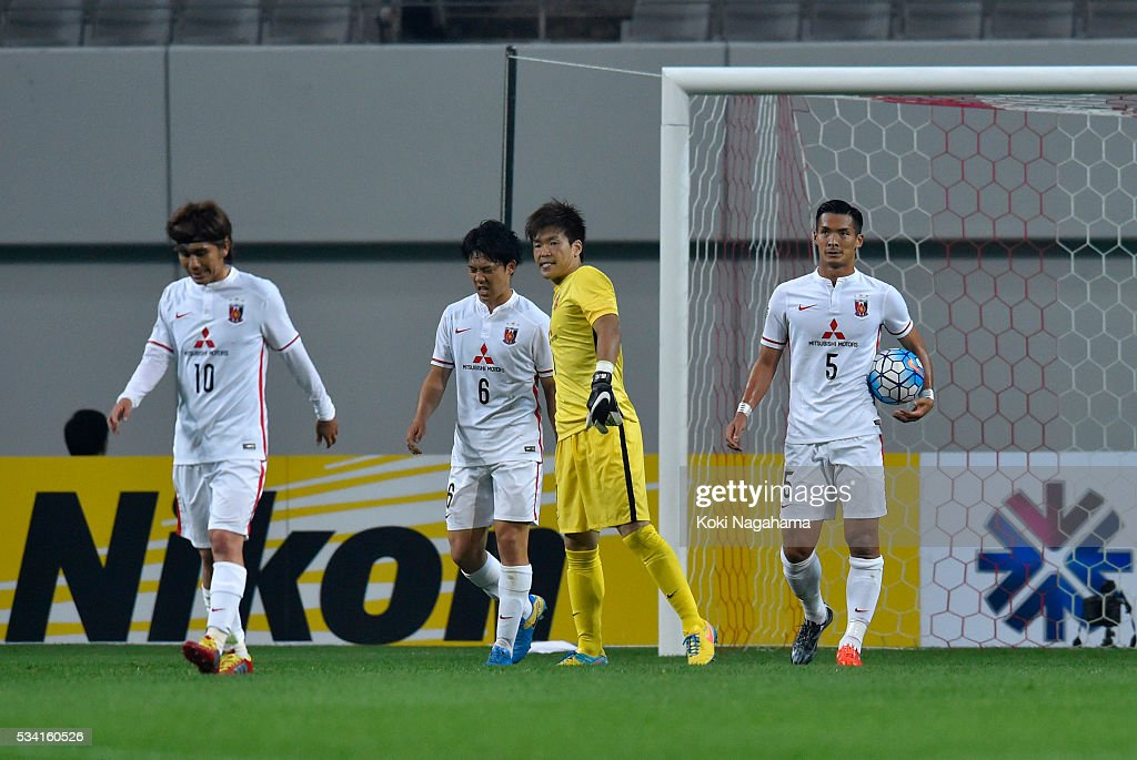 Players of Urawa Red Diamonds react after conceding a first goal during the AFC Champions League Round Of 16 match between FC Seoul and Urawa Red Diamonds at Seoul World Cup Stadium on May 25, 2016 in Seoul, South Korea.