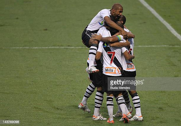 Players of Vasco da Gama celebrate a scored goal during a match between Flamengo v Vasco da Gama as part of Semifinal Rio de Janeiro State...
