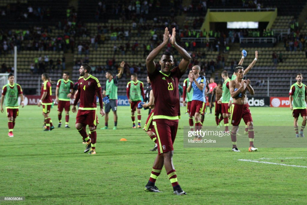 Players of Venezuela farewell at the end of the game match between Venezuela and Uruguay as part of FIFA 2018 World Cup Qualifiers at Pueblo Nuevo Stadium on October 05, 2017 in San Cristobal, Venezuela.
