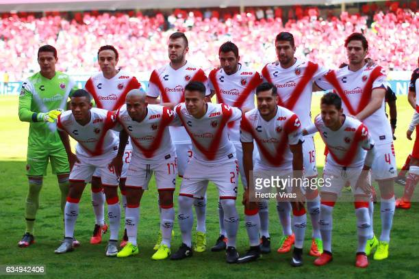 Players of Veracruz pose for a photo during the 6th round match between Toluca and Veracruz as part of the Torneo Clausura 2017 Liga MX at Nemesio...