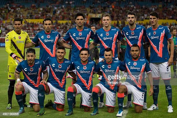 Players of Veracruz pose for photos prior a during a 10th round match between Atlas and Veracruz as part of the Apertura 2015 Liga MX at Jalisco...