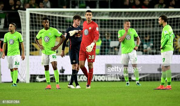 Players of Wolfsburg look dejected after the Bundesliga match between VfL Wolfsburg and RB Leipzig at Volkswagen Arena on October 16 2016 in...