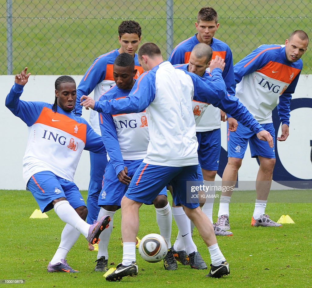 Players play with a ball during the first Netherland's team's practice on the opening of their training camp in the Tyrolian village of Seefeld in Austria on 20 May 2010 in preparation for the 2010 FIFA World cup hosted by South Africa from June 11 to July 11.