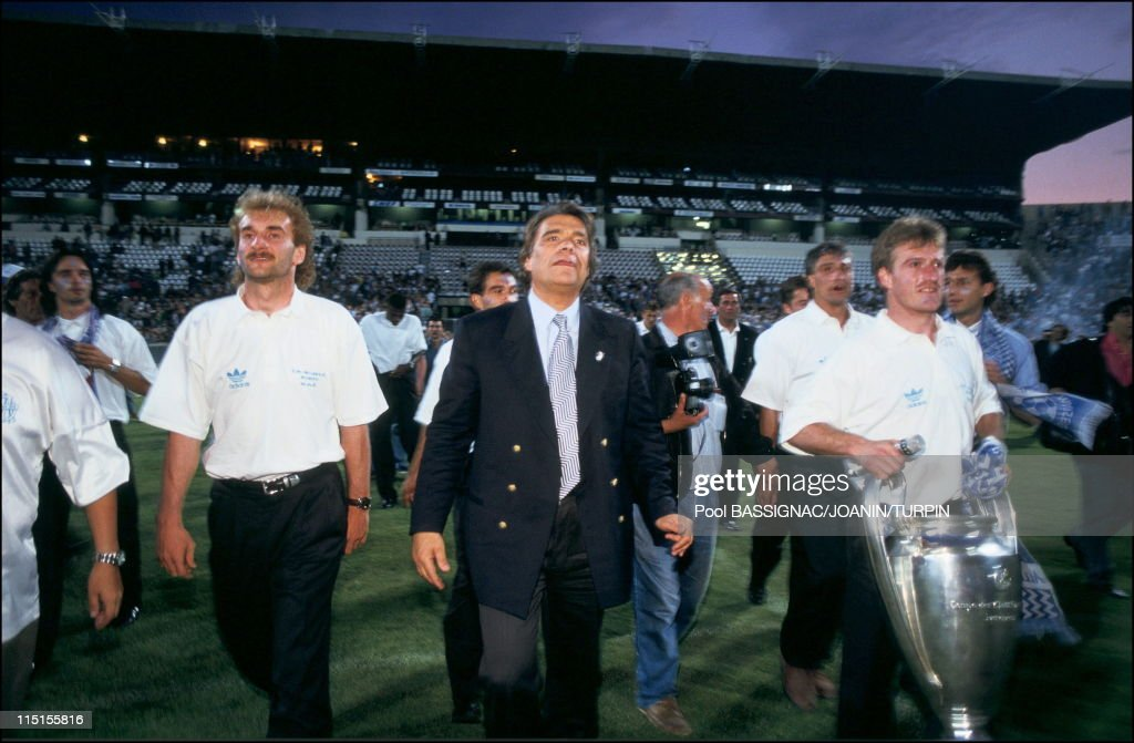 OM players, winners of the European Champions Cup back to Marseille in Marseille, France on May 27, 1993 - Rudi Voeller, <a gi-track='captionPersonalityLinkClicked' href=/galleries/search?phrase=Bernard+Tapie&family=editorial&specificpeople=586829 ng-click='$event.stopPropagation()'>Bernard Tapie</a>, <a gi-track='captionPersonalityLinkClicked' href=/galleries/search?phrase=Didier+Deschamps&family=editorial&specificpeople=213607 ng-click='$event.stopPropagation()'>Didier Deschamps</a>.