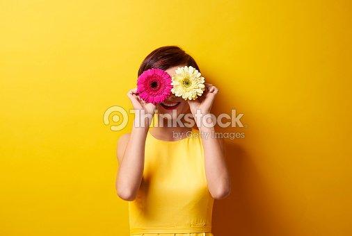Playful brunette covering her eyes : Foto de stock