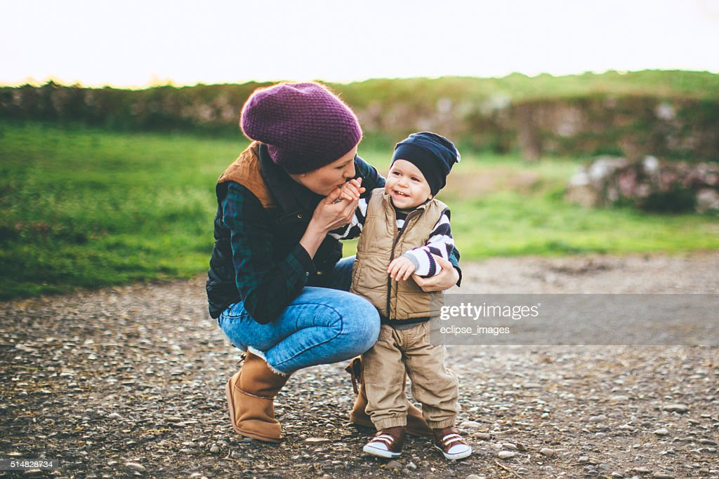 Alegre Madre e hijo : Foto de stock