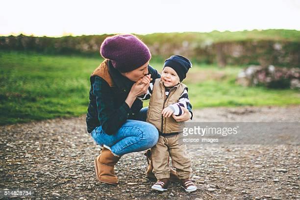 Alegre Madre e hijo