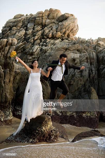 Joyeux jeunes mariés