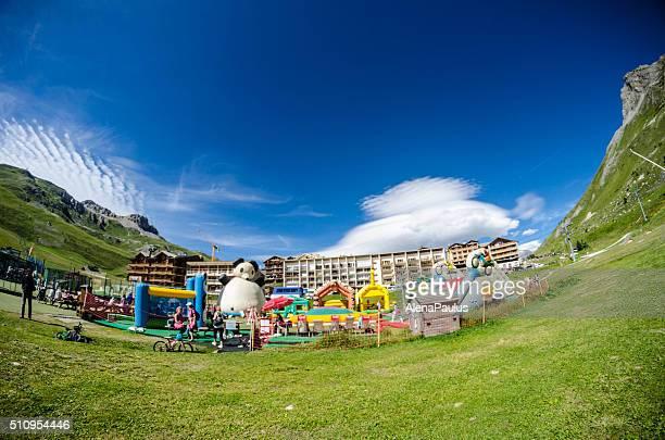 Terrain de jeu pour les enfants dans la ville centre de Tignes