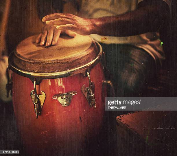 Jouant congas