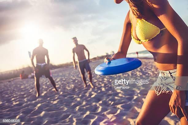 ビーチで遊ぶに freesbi