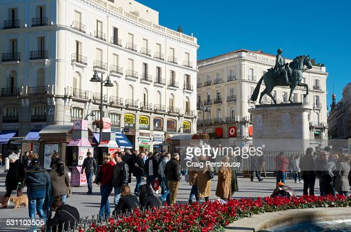 Plaza de la puerta del sol madrid spain stock photo for Plaza del sol madrid