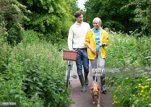 Agréable compagnie et promener le chien