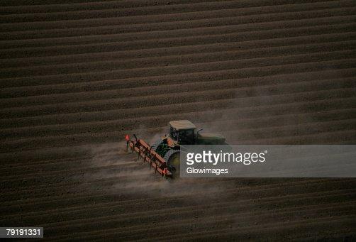 Plowing farm field, aerial : Foto de stock