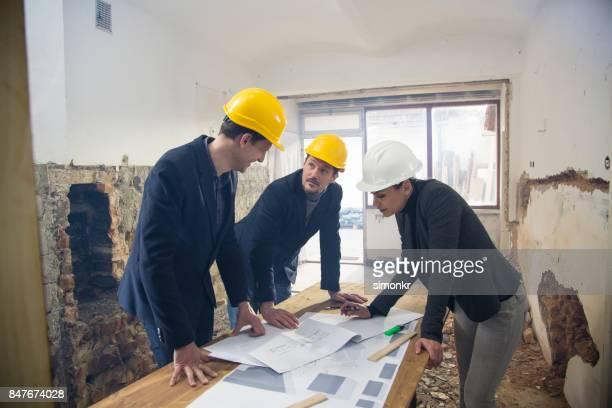 Plombiers en passant par le plan de construction