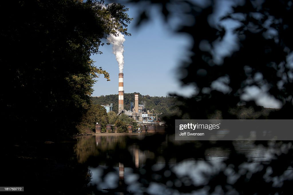 A plume of exhaust extends from the Mitchell Power Station, a coal-fired power plant built along the Monongahela River, 20 miles southwest of Pittsburgh, on September 24, 2013 in New Eagle, Pennsylvania. The plant, owned by FirstEnergy, will be one of two plants in the region to be shut down, affecting 380 employees. The Evironmental Protection Agency (EPA) and the Obama administration have been taking major steps to get coal-fired power plants into compliance with clean air regulations.