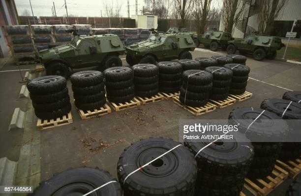Pneus de blindes entreposes sur des palettes a l'usine Panhard de blindes en fevrier 1993 en France