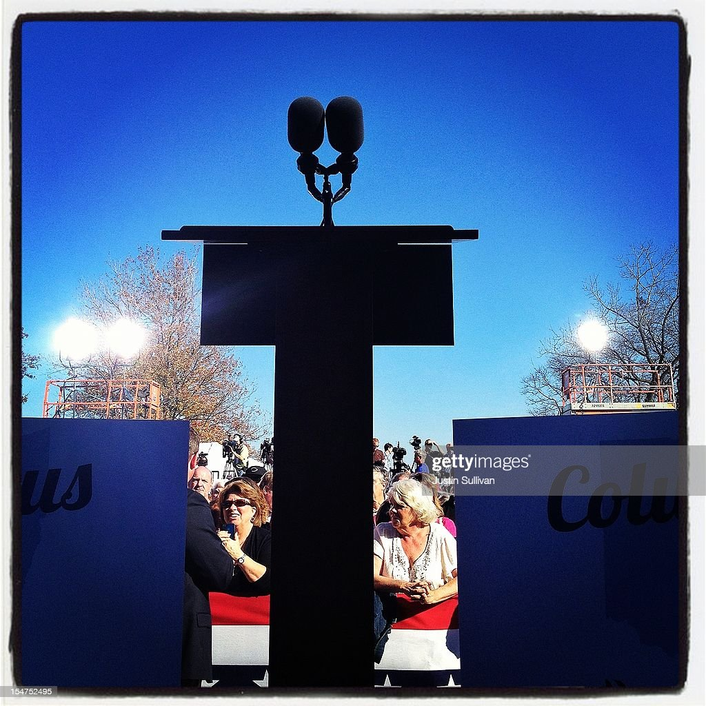 A podium stands empty before a campagn speech by Republican presidential candidate, former Massachusetts Gov. Mitt Romney October 25, 2012 in Worthington, Ohio. Mitt Romney is campaigning in Ohio with less than two weeks to go before the election.