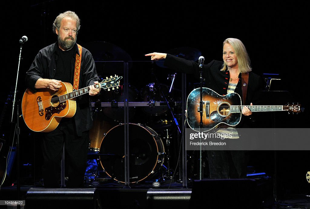 Poet's Award winner Don Schlitz and musician Mary Chapin Carpenter perform during the 4th Annual ACM Honors at the Ryman Auditorium on September 20, 2010 in Nashville, Tennessee.