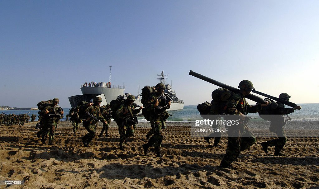 South Korean marines run to take position after a landing during a military drill in Pohang, some 374 Km southeast of Seoul, 27 October 2006. South Korea staged a military landing exercise amid the heightened tension over North Korea's nuclear test.