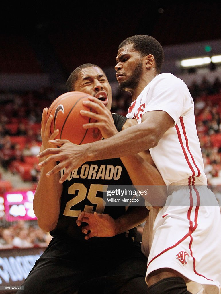 Point guard Spencer Dinwiddie #25 of the Colorado Buffaloes plays against guard Royce Woolridge #22 of the Washington State Cougars during the second half of the game at Beasley Coliseum on January 19, 2013 in Pullman, Washington.