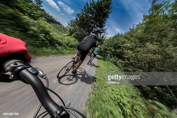 Perspektive Foto von ein mountain bike rider