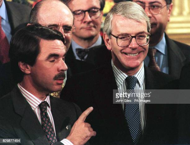 Pointing the finger the Prime Minister of Spain Jose Maria Aznar with British Prime Minister John Major at the Special Meeting of the European...