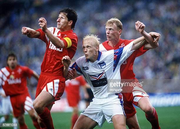 Pokal 92/93 Finale Berlin Hertha BSC Amateure Bayer 04 Leverkusen 01 Franko FODA/Leverkusen Carsten Ramelow/Hertha Markus HAPPE/Leverkusen