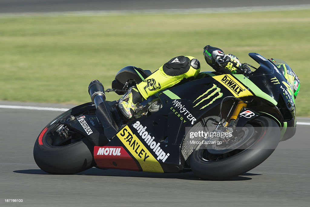 <a gi-track='captionPersonalityLinkClicked' href=/galleries/search?phrase=Pol+Espargaro&family=editorial&specificpeople=3211455 ng-click='$event.stopPropagation()'>Pol Espargaro</a> of Spain and Monster Yamaha Tech 3 rounds the bend during the MotoGP Tests in Valencia - Day 2 at Ricardo Tormo Circuit on November 12, 2013 in Valencia, Spain.