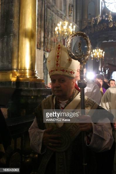 First Anniversary Of The Death Of Pope JohnPaul Ii Monseigneur Stanislaw DZIWISZ quittant la cathédrale du Wawel à Cracovie