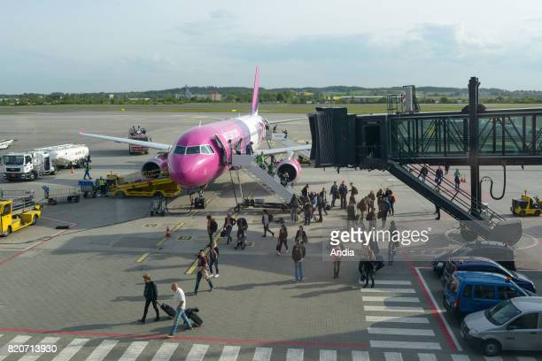 airbus A320 form the Hungarian and Polish low cost airline Wizz Air Tourists on the tarmac of the airport