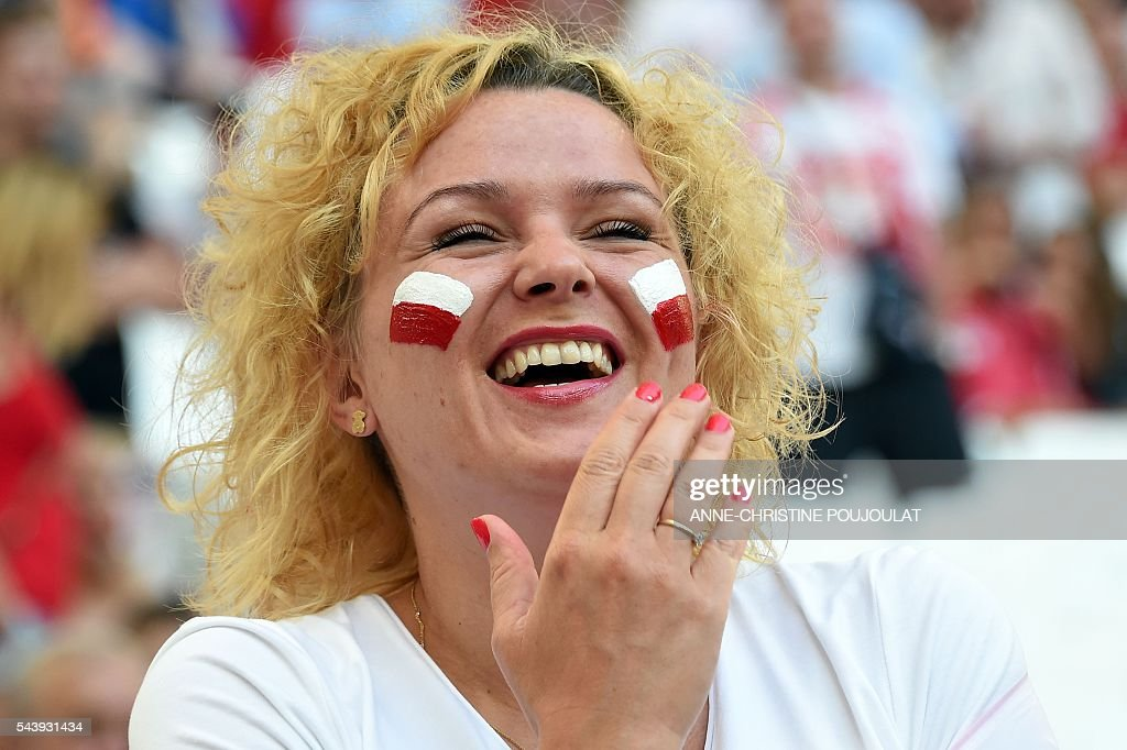A Poland supporter laughs prior to the Euro 2016 quarter-final football match between Poland and Portugal at the Stade Velodrome in Marseille on June 30, 2016. / AFP / Anne-Christine POUJOULAT
