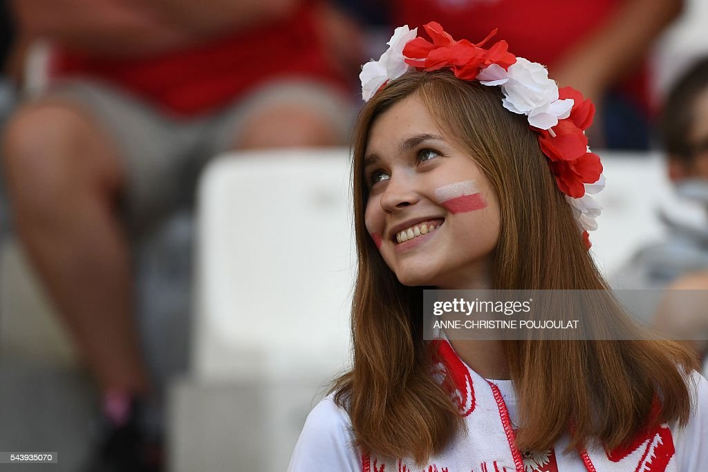 A Poland supporter looks on prior to the Euro 2016 quarter-final football match between Poland and Portugal at the Stade Velodrome in Marseille on June 30, 2016. / AFP / ANNE