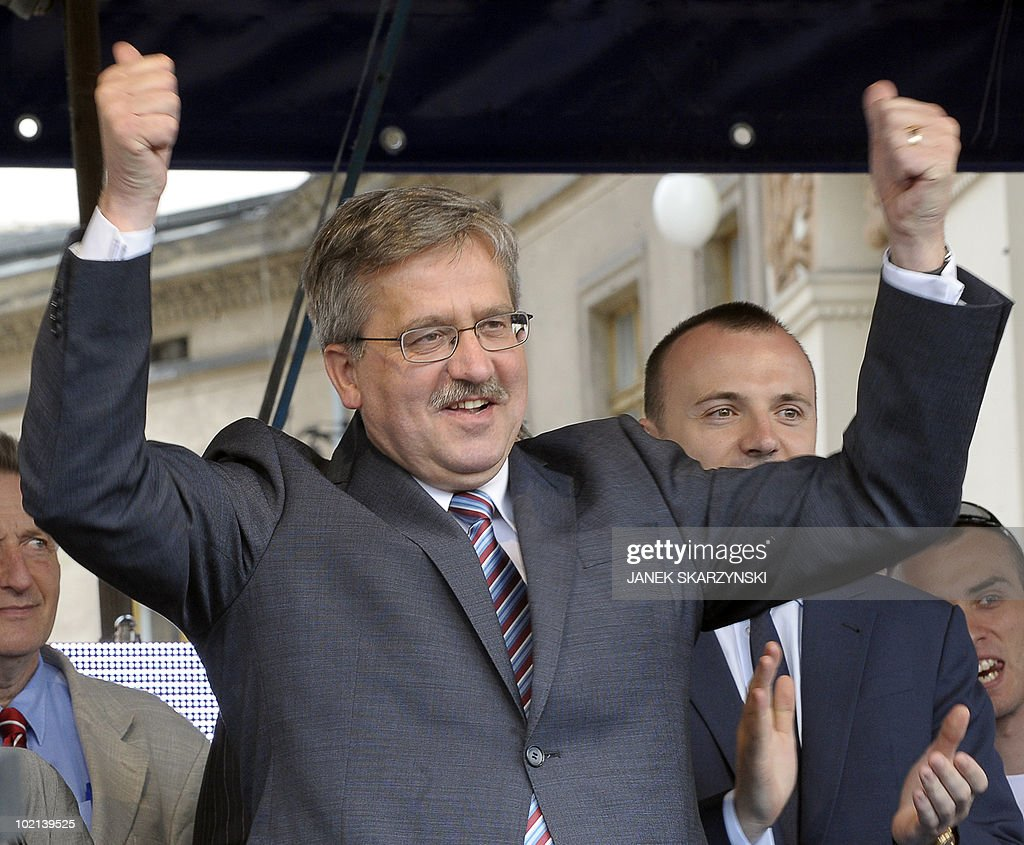 Poland's acting president Bronislaw Komorowski gestures during an electoral rally on June 16, 2010 in Krakow, ahead of the June 20 snap election.