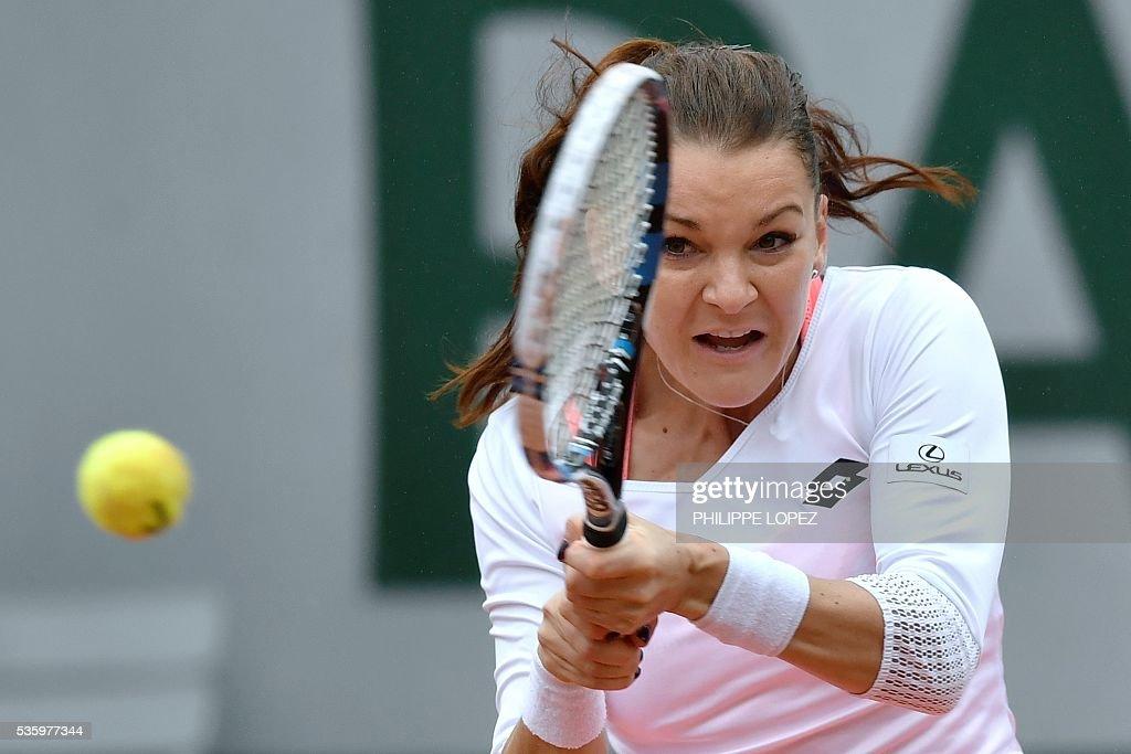 Poland's Agnieszka Radwanska returns the ball to Bulgaria's Tsvetana Pironkova during their women's fourth round match at the Roland Garros 2016 French Tennis Open in Paris on May 31, 2016. / AFP / PHILIPPE