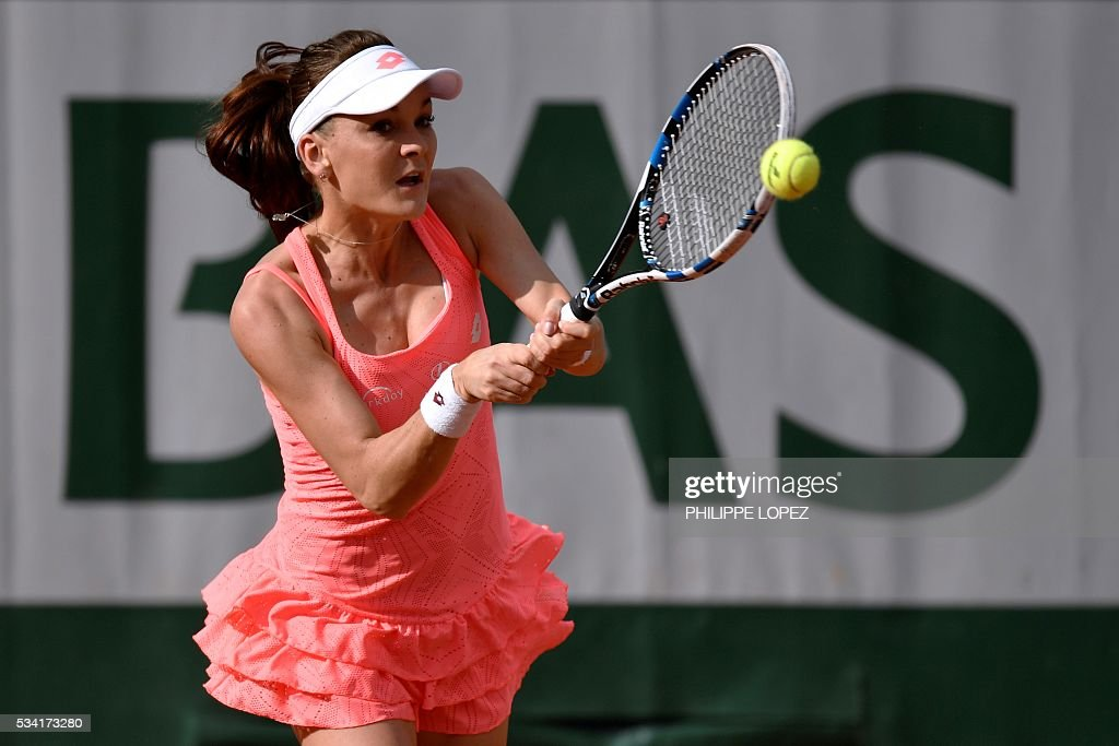 Poland's Agnieszka Radwanska returns the ball to France's Caroline Garcia during their women's second round match at the Roland Garros 2016 French Tennis Open in Paris on May 25, 2016. / AFP / PHILIPPE