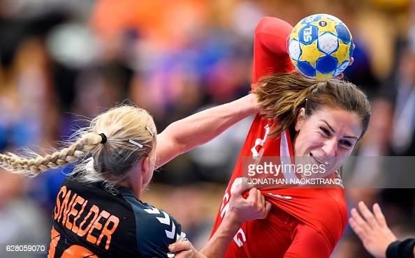 TOPSHOT Poland's Alina Wojtas and Netherlands' Danick Snelder vie for the ball during the Women's European Handball Championship Group B match...