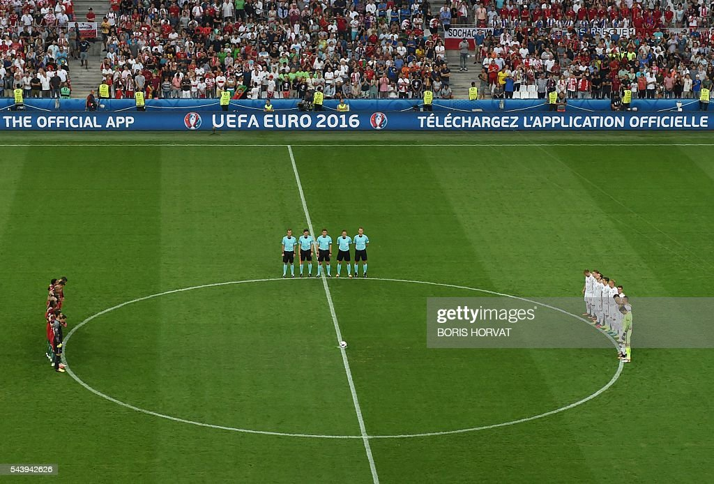 Poland's and Portugal's players line up during a moment of applause in memory of victims of the Istanbul airport attack prior to the Euro 2016 quarter-final football match between Poland and Portugal at the Stade Velodrome in Marseille on June 30, 2016. / AFP / BORIS