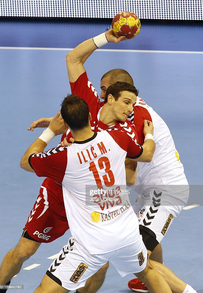 Poland's centre back Bartlomiej Jaszka (C) vies with Serbia's left back Momir Ilic (C) and Serbia's left back Milos Dragas R) during the 23rd Men's Handball World Championships preliminary round Group C match Poland vs Serbia at the Pabellon Principe Felipe in Zaragoza on January 17, 2013.