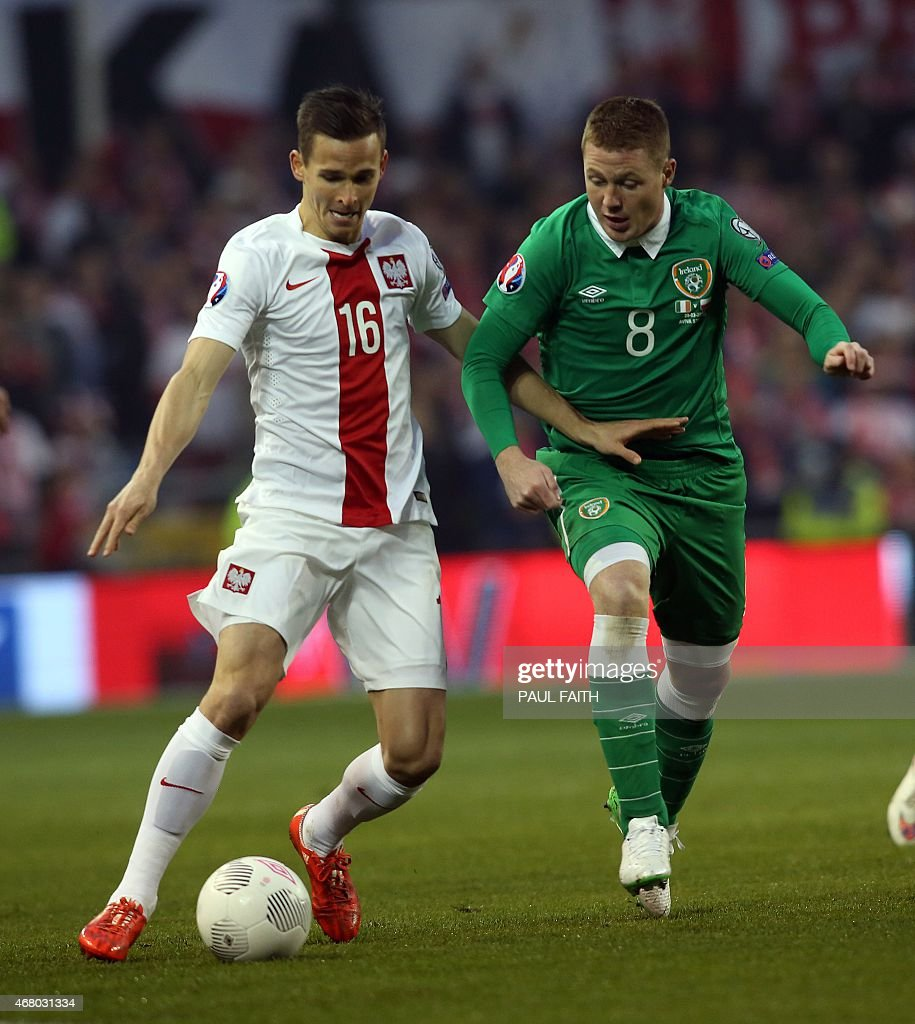 Poland's defender Pawel Olkowski (L) vies with Republic of Ireland's midfielder <a gi-track='captionPersonalityLinkClicked' href=/galleries/search?phrase=James+McCarthy+-+Soccer+Player&family=editorial&specificpeople=8984734 ng-click='$event.stopPropagation()'>James McCarthy</a> during the Euro 2016 qualifying football match between Republic of Ireland and Poland at Aviva Stadium in Dublin, Ireland on March 29, 2015.