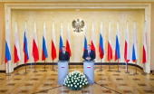 Poland's Deputy Prime Minister Waldemar Pawlak and Russia's Deputy Prime Minister Igor Sechin give a press conferance after a document signing...
