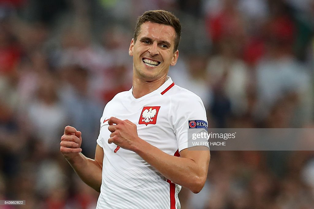 Poland's forward Arkadiusz Milik reacts during the Euro 2016 quarter-final football match between Poland and Portugal at the Stade Velodrome in Marseille on June 30, 2016. / AFP / Valery HACHE