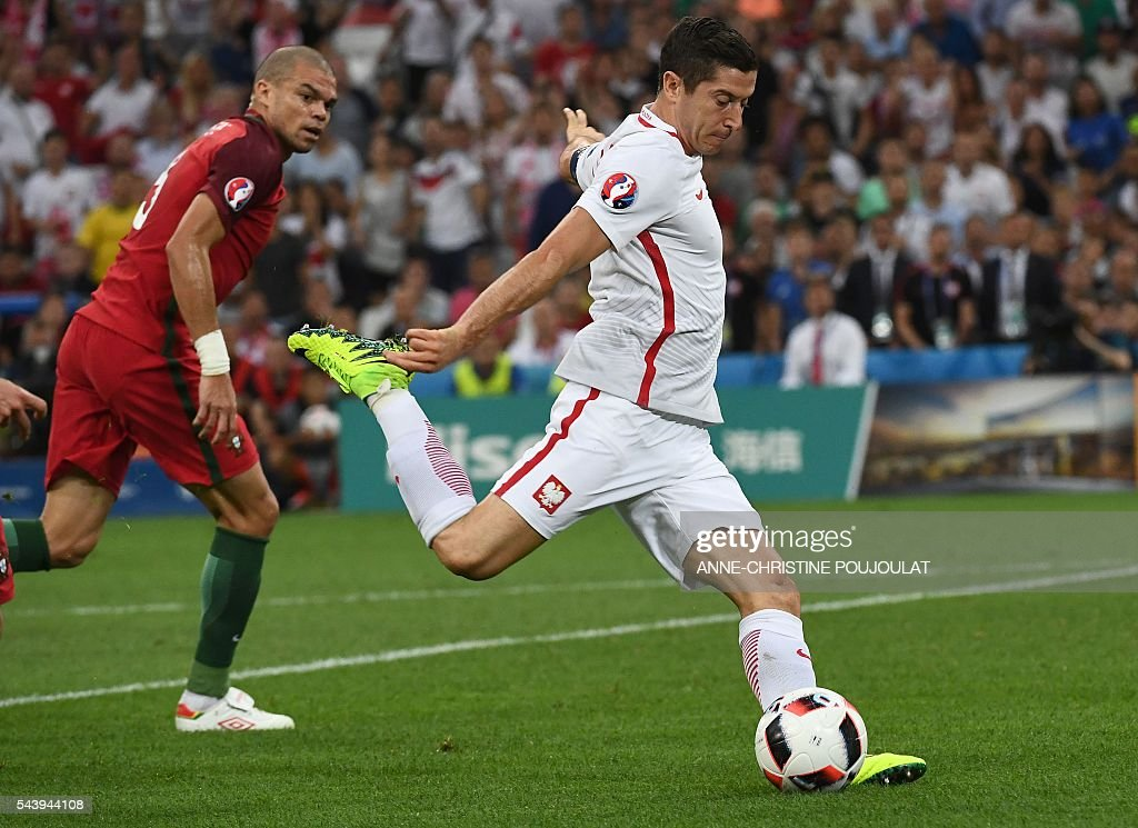 Poland's forward Robert Lewandowski (R) kicks the ball during the Euro 2016 quarter-final football match between Poland and Portugal at the Stade Velodrome in Marseille on June 30, 2016. / AFP / ANNE